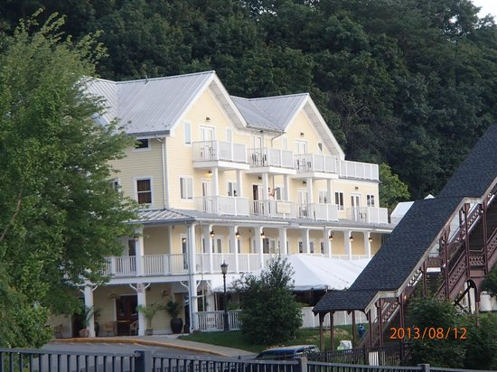 The Rhinecliff: View of the Hotel from riverfront.