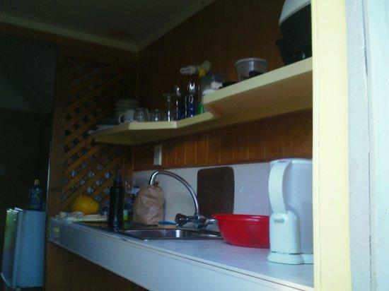Kia Orana Bungalows: tiny kitchen