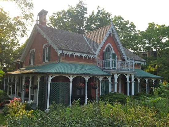 Aurora Historical Society & Hillary House