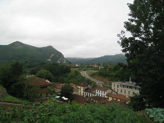 Gran Hotel Las Caldas: Vista desde lo alto del jardín.