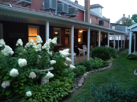Abigail's Grape Leaf Bed & Breakfast, LLC: veranda in back