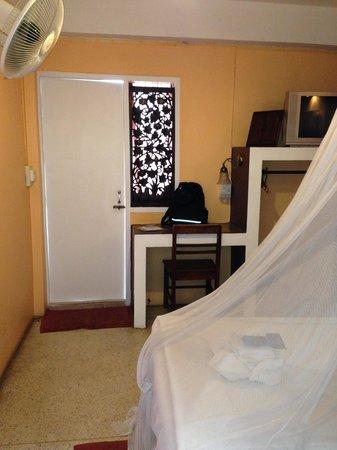 Banilah: ドアの向こうにベランダ、シャワー・トイレ