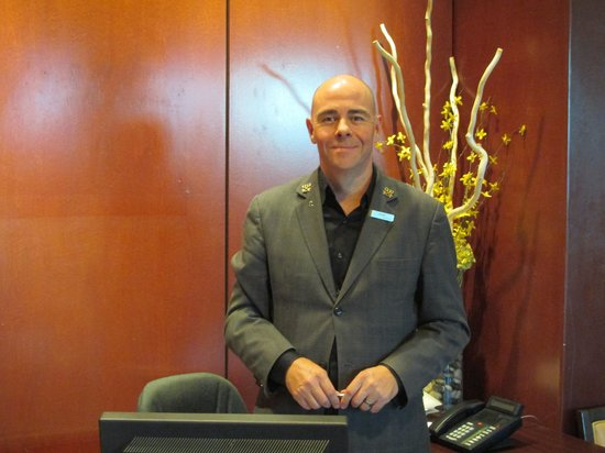 The Pinnacle Hotel Harbourfront: Scott one of the Concierge