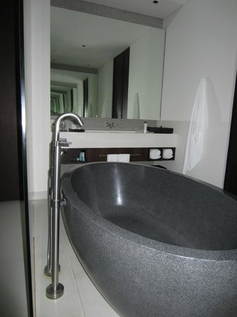 Twinpalms Phuket: Huge bath tub, dual bathrooms!