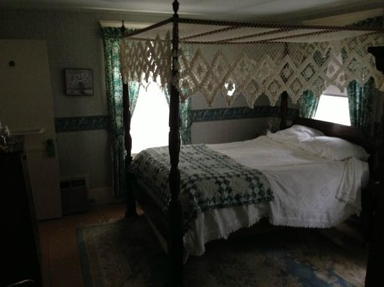 Isaiah Hall Bed and Breakfast Inn : Emma room