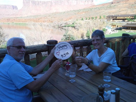 Red Cliffs Lodge : 45th anniversary celebration dinner