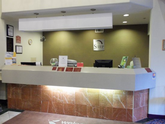Sleep Inn & Suites: Check in Desk