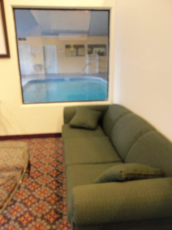 Sleep Inn & Suites: Indoor pool, small but nice