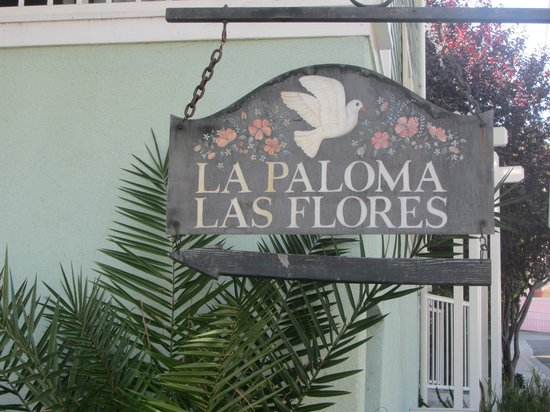 La Paloma Cottages Las Flores: hotel sign