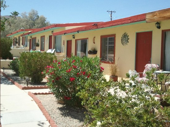Harmony Motel : the row of rooms. not many, but that's the beauty