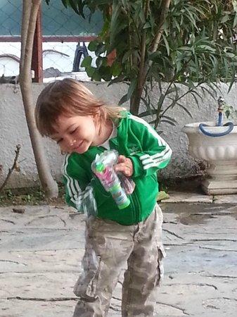 Cüneydi Butik Pansiyon: Kids are more than welcome everywhere:)