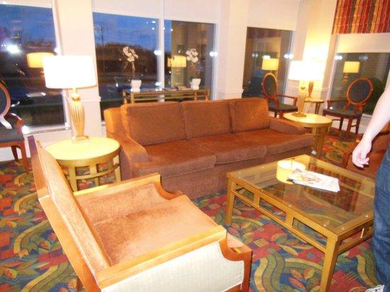 Hilton Garden Inn Halifax Airport: The main lobby sitting area