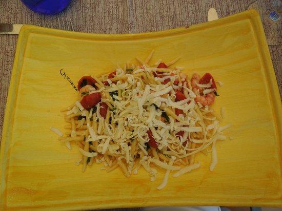 Garden Restaurant: Shrimp pasta