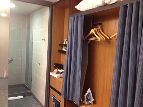 Aloft Nashville - Cool Springs: Relatively small closet.
