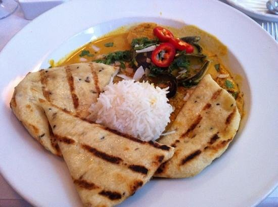 Nora's Table : Seafood curry with Naan