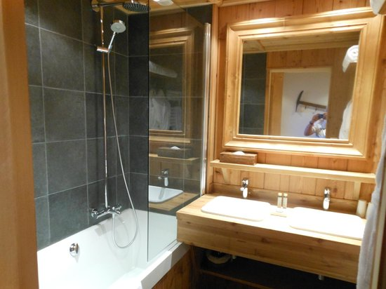 Hotel le Chamois d'Or : bathroom