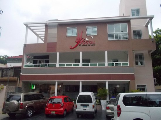 Hostal San Francisco De Asis: Front of the hotel and parking spaces