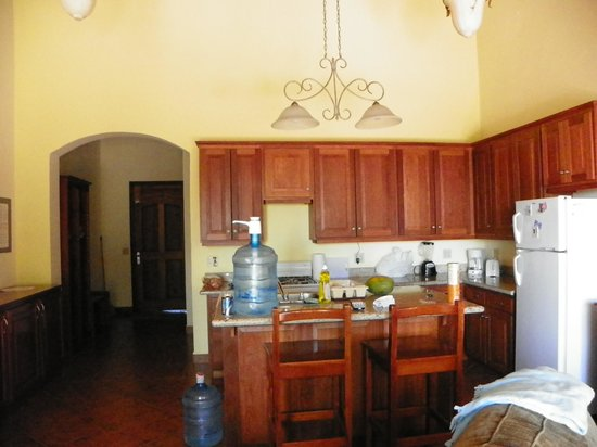 Villa Delfin Roatan: Kitchen