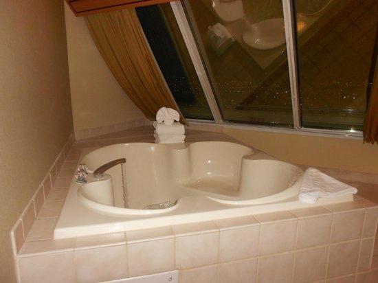 Soaking Tub Oval Traditional Slipper Center Drain Bath
