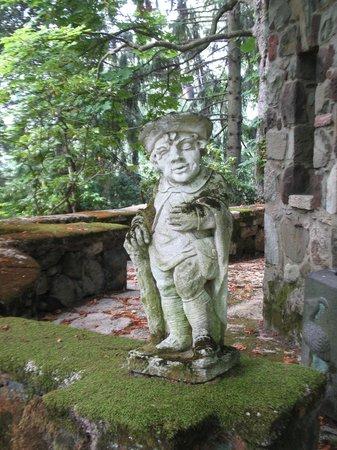 Greenwood Gardens: Statue