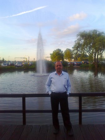 Hotel Ibis Schiphol Amsterdam Airport: Author before the small fountain near Hotel ibis