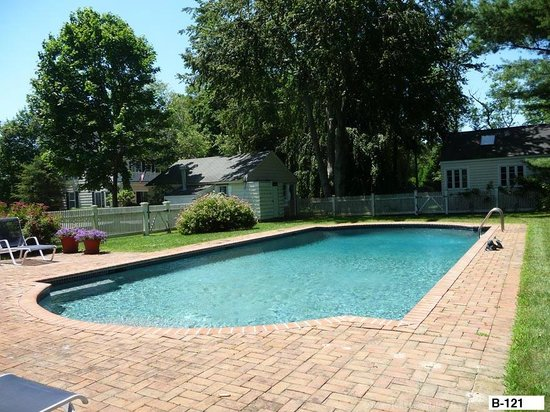 East Hampton Colonial Inn: Pool facing cottage