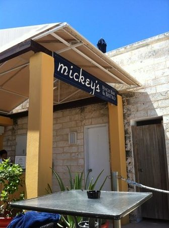 Mickey's Beach Bistro and Bar : entrance