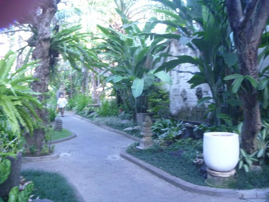 Ramayana Resort & Spa: Beautiful Gardens
