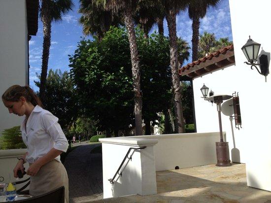 Bacara Resort & Spa: Outdoor breakfast
