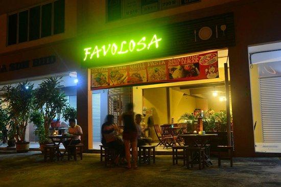 Favolosa Cuisine: Shopfront Night