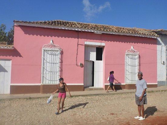 Yami Y Carlos: fachada de la casa