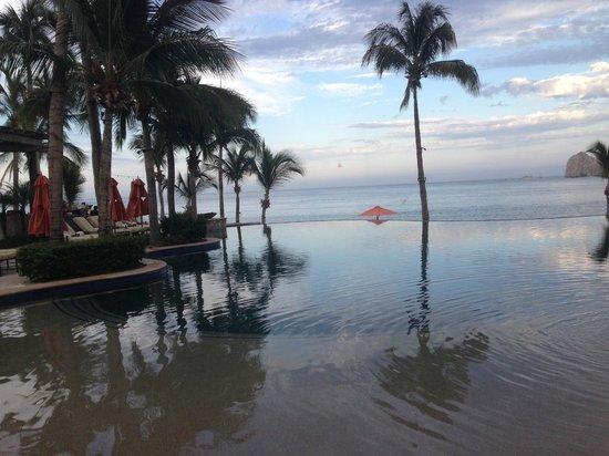 Hacienda Beach Club & Residences: pool