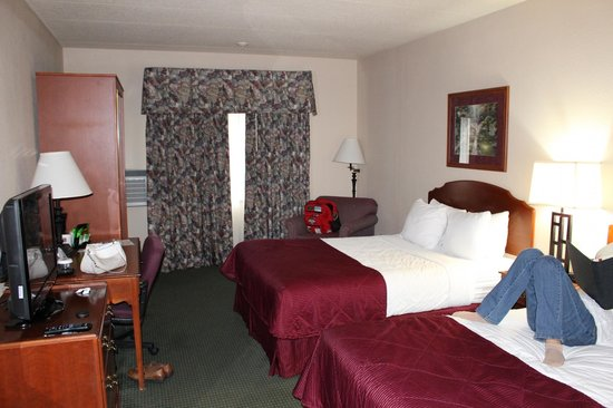 Clarion Hotel and Convention Center: Room