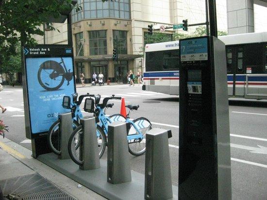 Hilton Garden Inn Chicago Downtown/Magnificent Mile : Bike rentals
