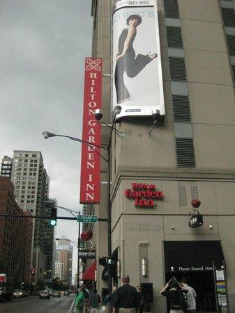 Hilton Garden Inn Chicago Downtown/Magnificent Mile : Exterior
