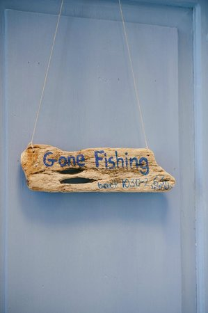 Atelier Sottomuro: Gone fishing - store sign