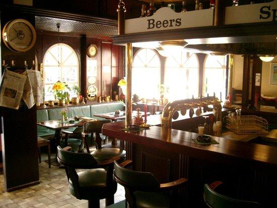 Bier-Comptoir: Helle und freundliche Einrichtung