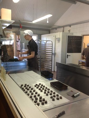 Chocolaterie Defroidmont: It's possible to view the chocolate makers in the kitchen right there in the store