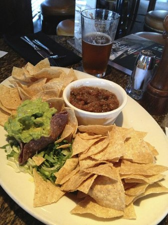 Manzana Rotisserie Grill: Guacamole Salsa and Chips @ Happy Hour