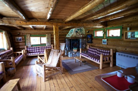 Assiniboine Lodge: The common room.