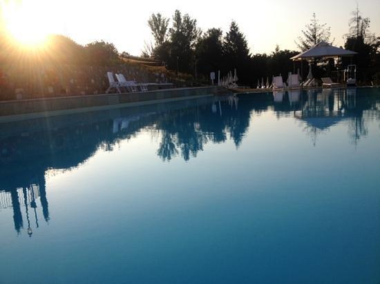 Aqva by De Profundis Cafè : piscina al tramonto