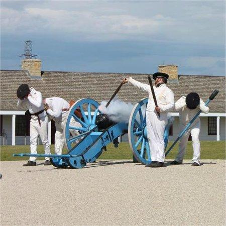 Fort Snelling State Park: Fort Snelling Canoneers - ReverendLovebrew.com