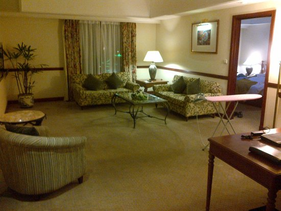 Sheraton Hanoi Hotel: Suite - one bed + one living room