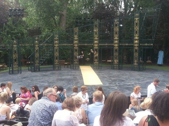 Open Air Theatre: Beautiful set!