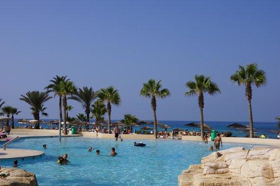 Adams Beach Hotel: Пляж отеля