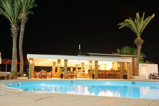 Adams Beach Hotel: Кафе-бар