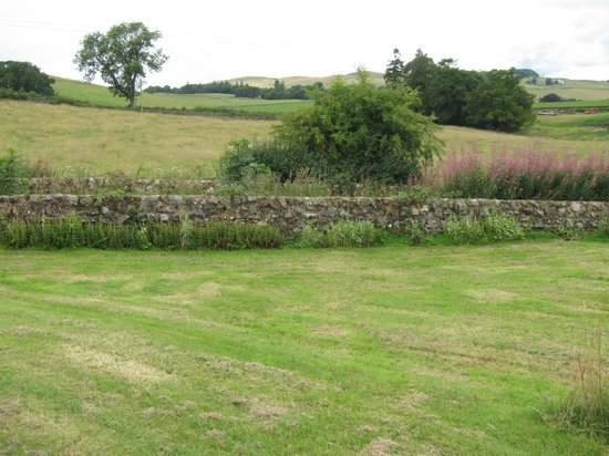 McMurdoston House: Grounds and view