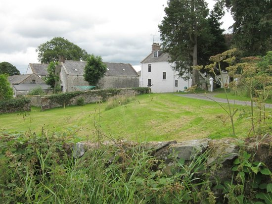McMurdoston House: View of farmhouse and associated buildings on approach