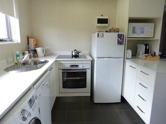 Forrest Hotel And Apartments : Kitchenette