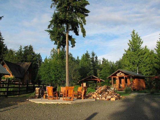 Bond Ranch Retreat: Ranch Grounds with fire pit